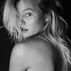 Rachel Hilbert Topless (5 Photos) - Leaked Nudes
