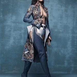 Rihanna Braless (1 Photo) – Leaked Nudes
