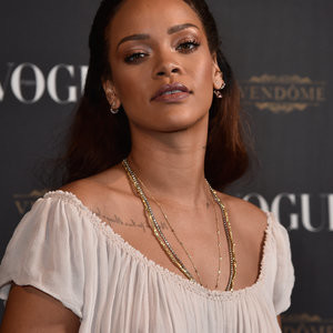Rihanna Braless (15 Photos) – Leaked Nudes