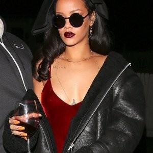Rihanna Braless (9 Photos) – Leaked Nudes