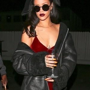 Real Celebrity Nude Rihanna 003 pic