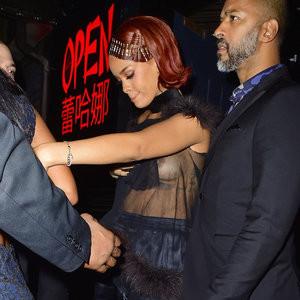 Nude Celeb Pic Rihanna 002 pic