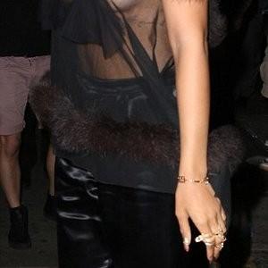 Hot Naked Celeb Rihanna 003 pic