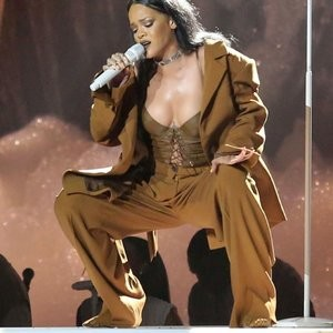 Rihanna See Through & Sexy (18 Photos) – Leaked Nudes