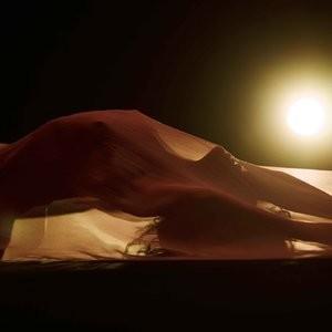 Naked Celebrity Rihanna 007 pic