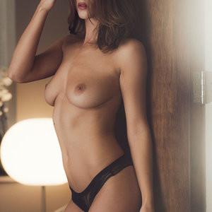 Famous Nude Rosie Jones 002 pic