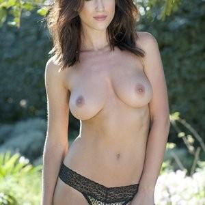 Rosie Jones Topless (5 Photos) – Leaked Nudes