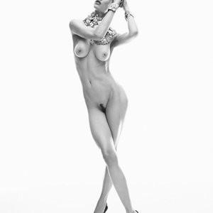 Celeb Naked Saskia de Brauw 001 pic