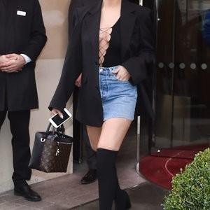 Naked celebrity picture Selena Gomez 048 pic