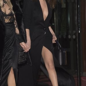 Famous Nude Selena Gomez 054 pic