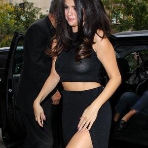 Selena Gomez Braless (39 Photos) – Leaked Nudes