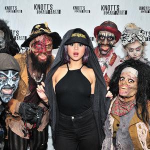 Selena Gomez Braless (6 Photos) - Leaked Nudes