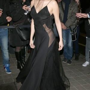 Naked Celebrity Pic Selena Gomez 004 pic