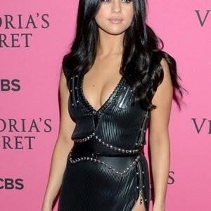 nude celebrities Selena Gomez 004 pic