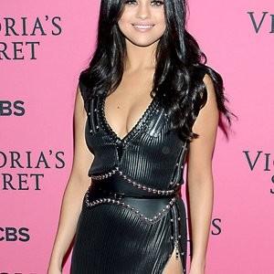 Hot Naked Celeb Selena Gomez 008 pic