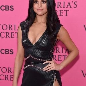 Naked Celebrity Selena Gomez 017 pic