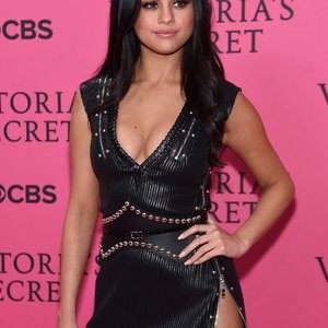 Naked celebrity picture Selena Gomez 021 pic