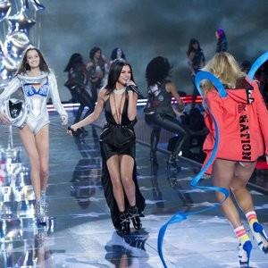 Naked Celebrity Selena Gomez 046 pic