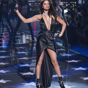 Free nude Celebrity Selena Gomez 051 pic