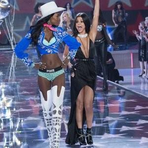 Famous Nude Selena Gomez 063 pic
