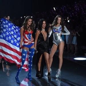 Celebrity Naked Selena Gomez 080 pic