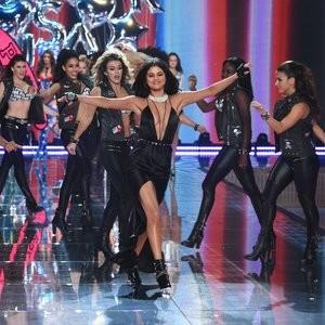 Famous Nude Selena Gomez 086 pic