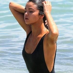 Real Celebrity Nude Selena Gomez 005 pic