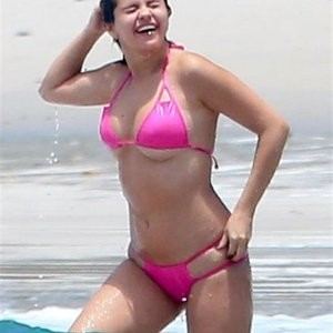 Selena Gomez in Bikini (18 Photos) - Leaked Nudes