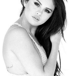 Selena Gomez Nipples (2 New Photos) - Leaked Nudes