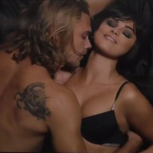 Selena Gomez Sexy (33 Photos + Video) – Leaked Nudes