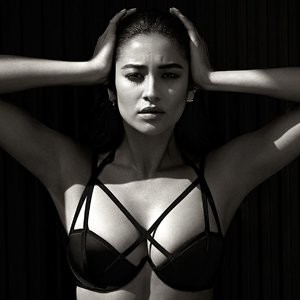 Shay Mitchell Sexy (6 Photos) – Leaked Nudes