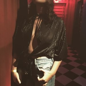 Sophie Simmons Braless (2 Photos) - Leaked Nudes