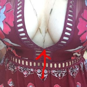 Sophie Simmons Cleavage (3 Photos) – Leaked Nudes